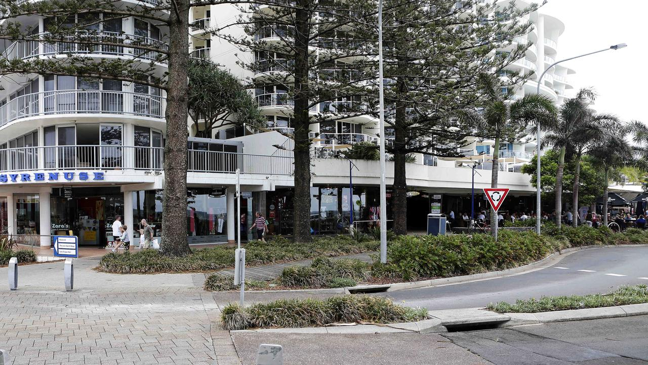 A street fight erupted at a market stall on Mooloolaba Esplanade on Saturday night.