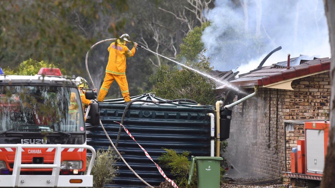 Firefighters desperately battled a house fire at Jiggi.