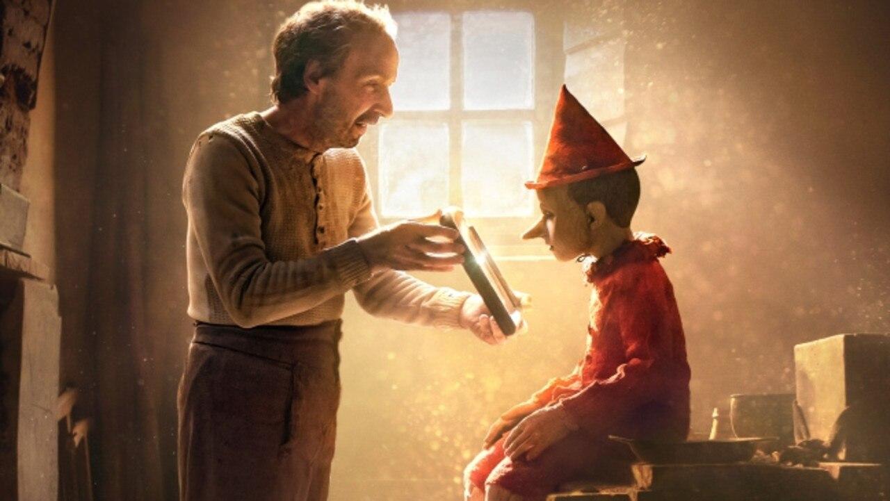 Roberto Benigni y Federico Ielapi star in the Italian fantasy drama Pinnocchio (2019).