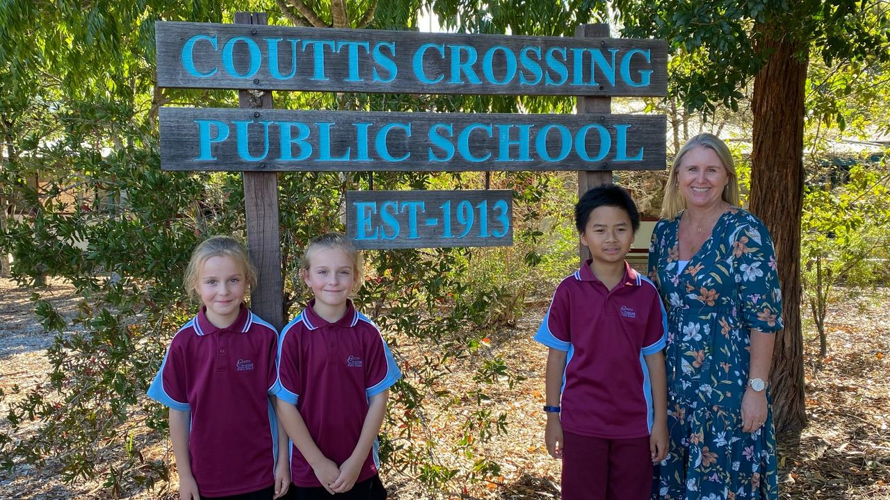 Coutts Crossing principal Michelle Dalgleish with students who received Back To School vouchers through the Foundation for Rural and Regional Renewal's Bushfire Response Program.