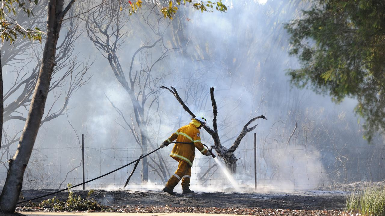 SMOKE WARNING: firefighters warn residents that smoke is impacting visibilty and air quality in the Hawkwod area. File Photo.
