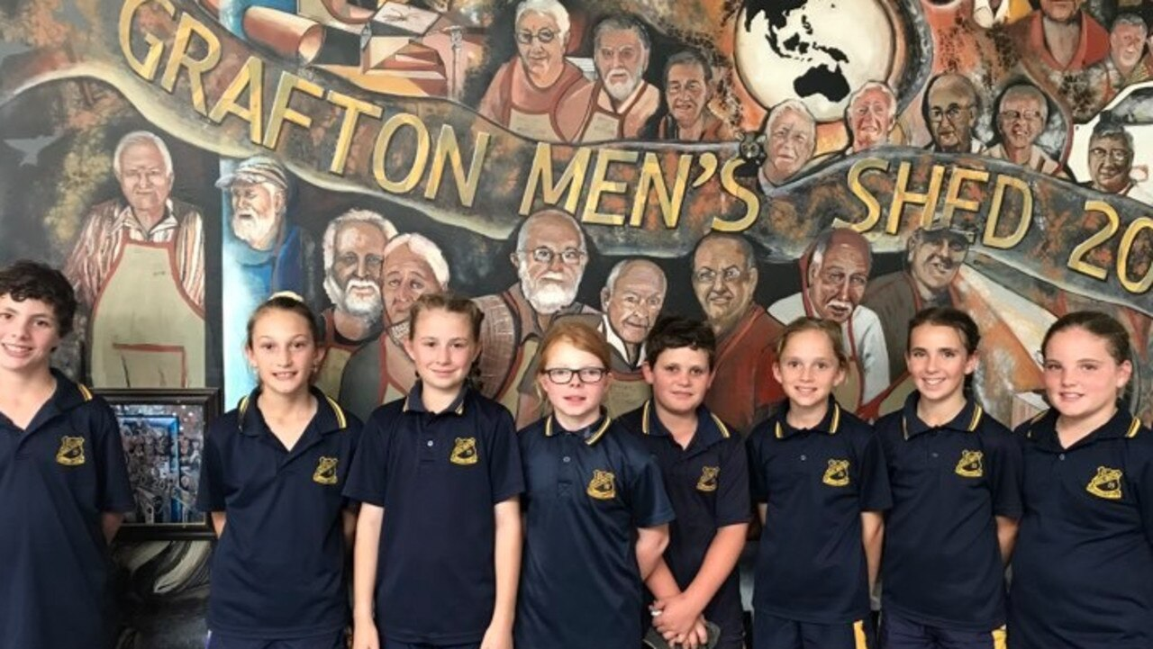 Congratulations to South Grafton Public School's Stage 3 students who constructed the winning chicken coops. The Year 5 students who won first to fourth place in the 'Design a Chicken Coop' unit of work had the opportunity to visit the Grafton Mens' Shed.