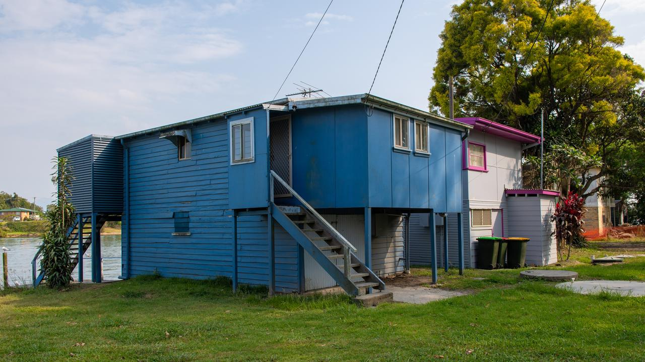 A development application for the demolition of several shacks will be considered by Councillors at their October meeting.