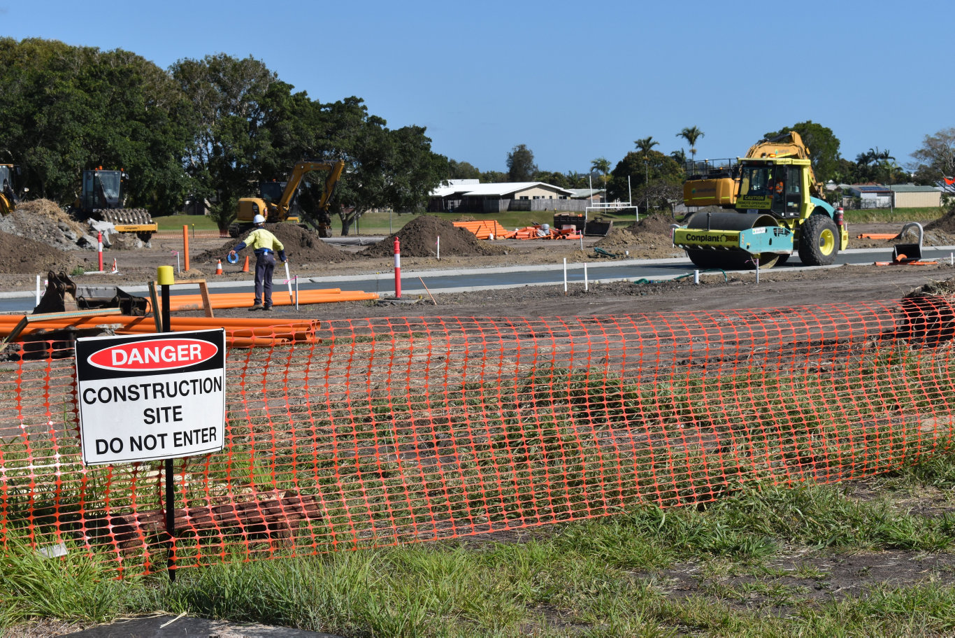 Andergrove Lakes has held a development approval for a 520-unit lakeside development in Mackay since 2012. Works have begun on the latest expansion of the massive development, with crews on site on Wednesday September 30. Picture: Zizi Averill