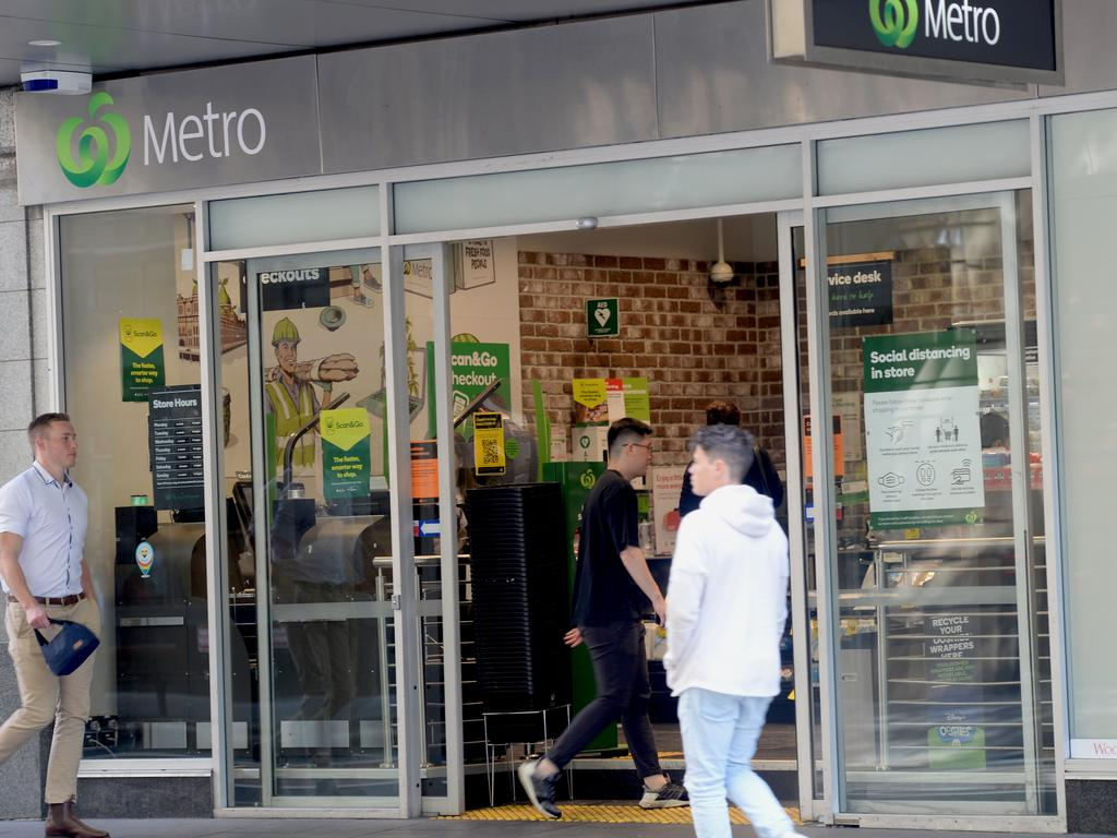 Shoppers at a Woolworths Metro store in York St, Sydney, where there is a cashless shopping trial. Picture: NCA NewsWire/Jeremy Piper