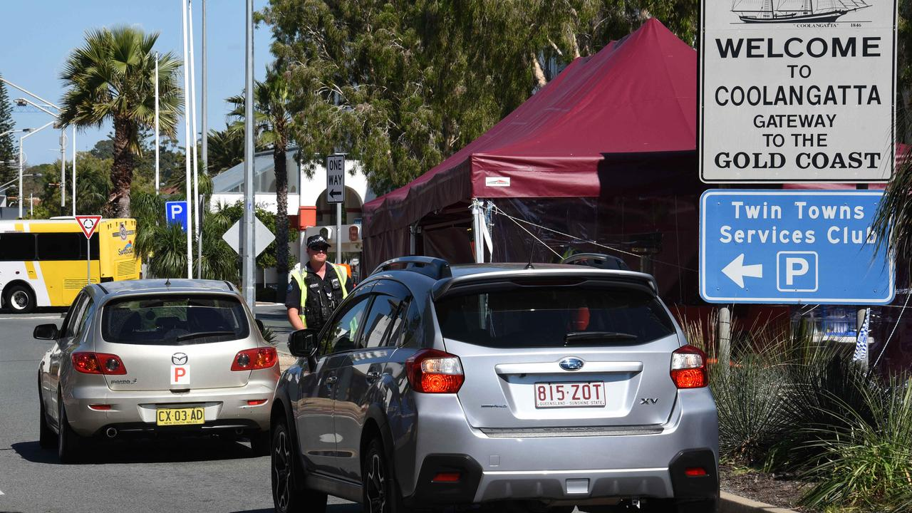 Police check cars at the Queensland border with NSW at Griffith Street in Coolangatta. Picture: NCA NewsWire / Steve Holland