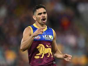 Footy star apologises to angry footy fans