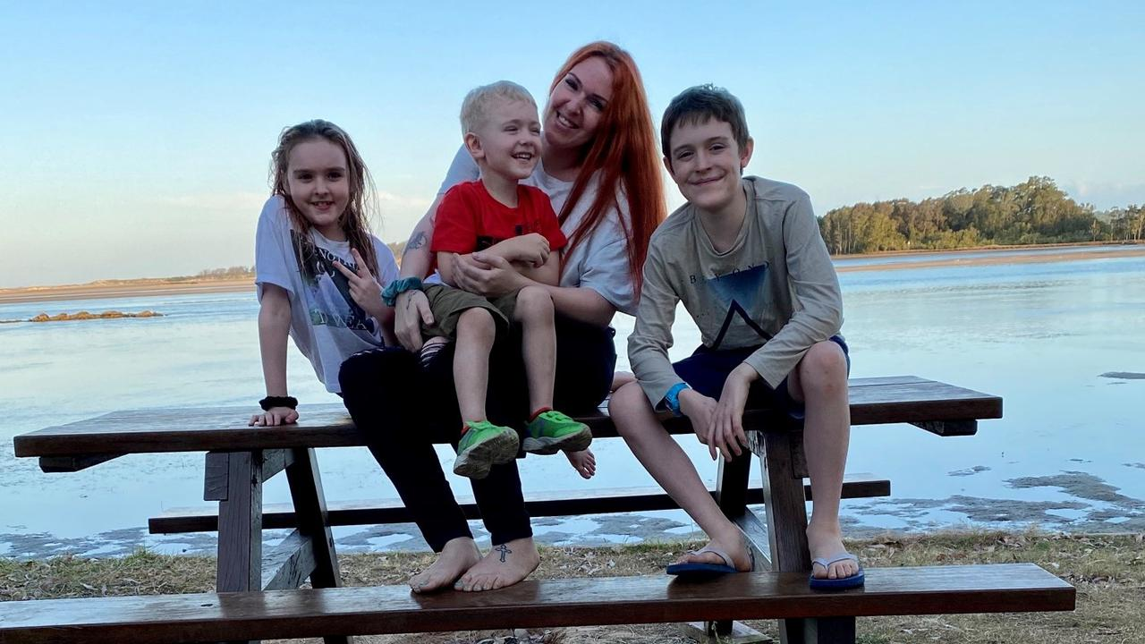 Sarah Mills and her children Hendrix (10), Monroe (8) and Morrison (4) have recently become homeless and are relying on the kindness of strangers. The family had been looking for a house on the Coffs Coast for three months.