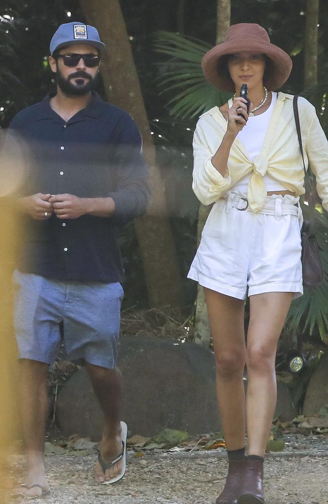 Valladares was seen smoking a vape. Picture: MEDIA-MODE.COM