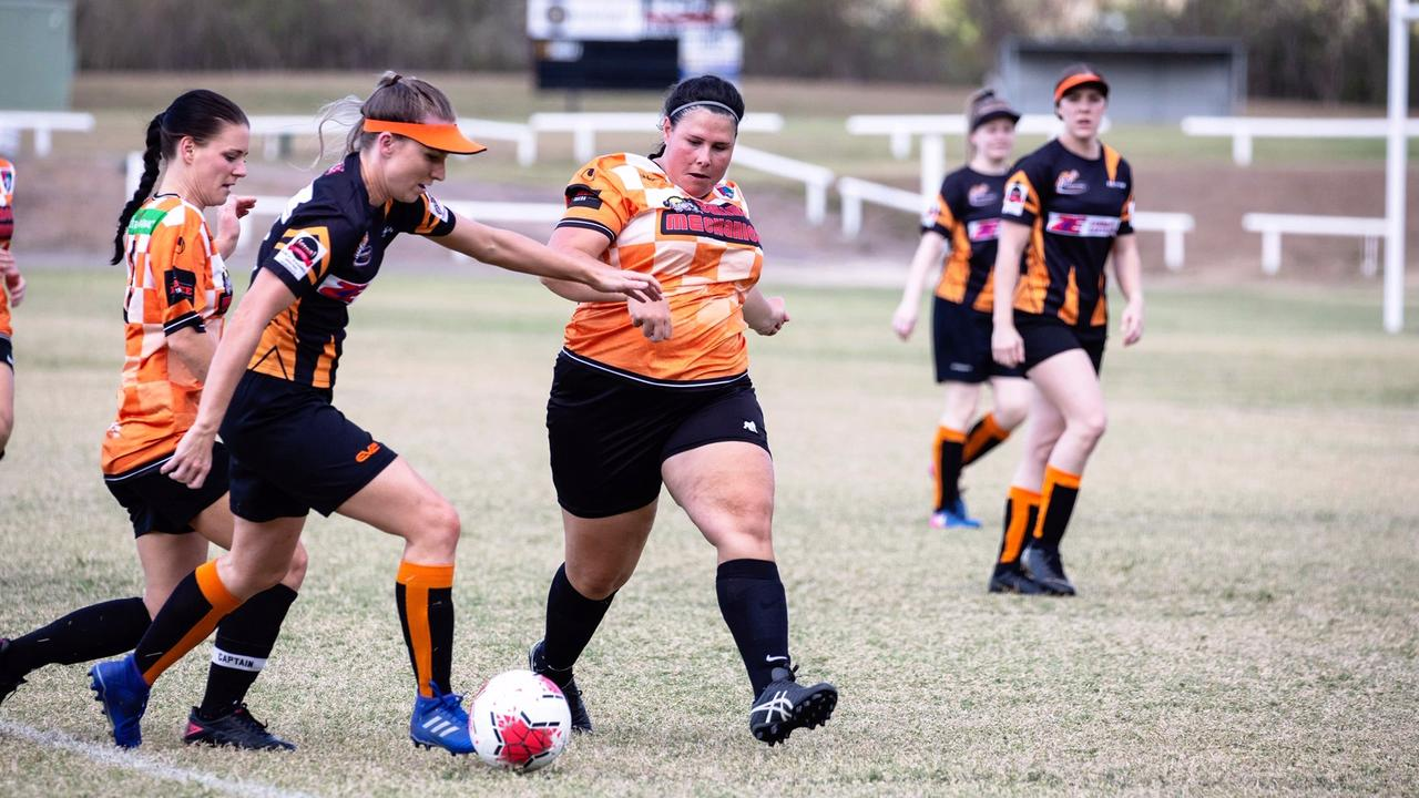 Determination all around, Rosie Taylor and Jess Hehir shutting down Country. Photo Penny Grossi