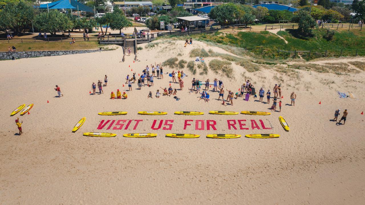 Sunshine Coast sends giant message to Qantas travellers on scenic flight