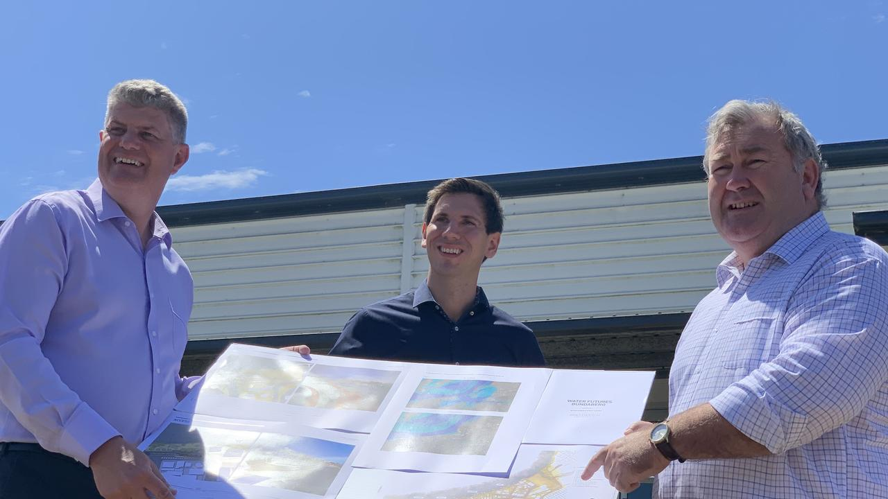 Minister for Local Government Stirling Hinchliffe visited Bundaberg today to formally announce a $42.5 million commitment for the Bundaberg East flood levee with Labor candidate Tom Smith and Bundaberg Mayor Jack Dempsey. Photo: Geordi Offord