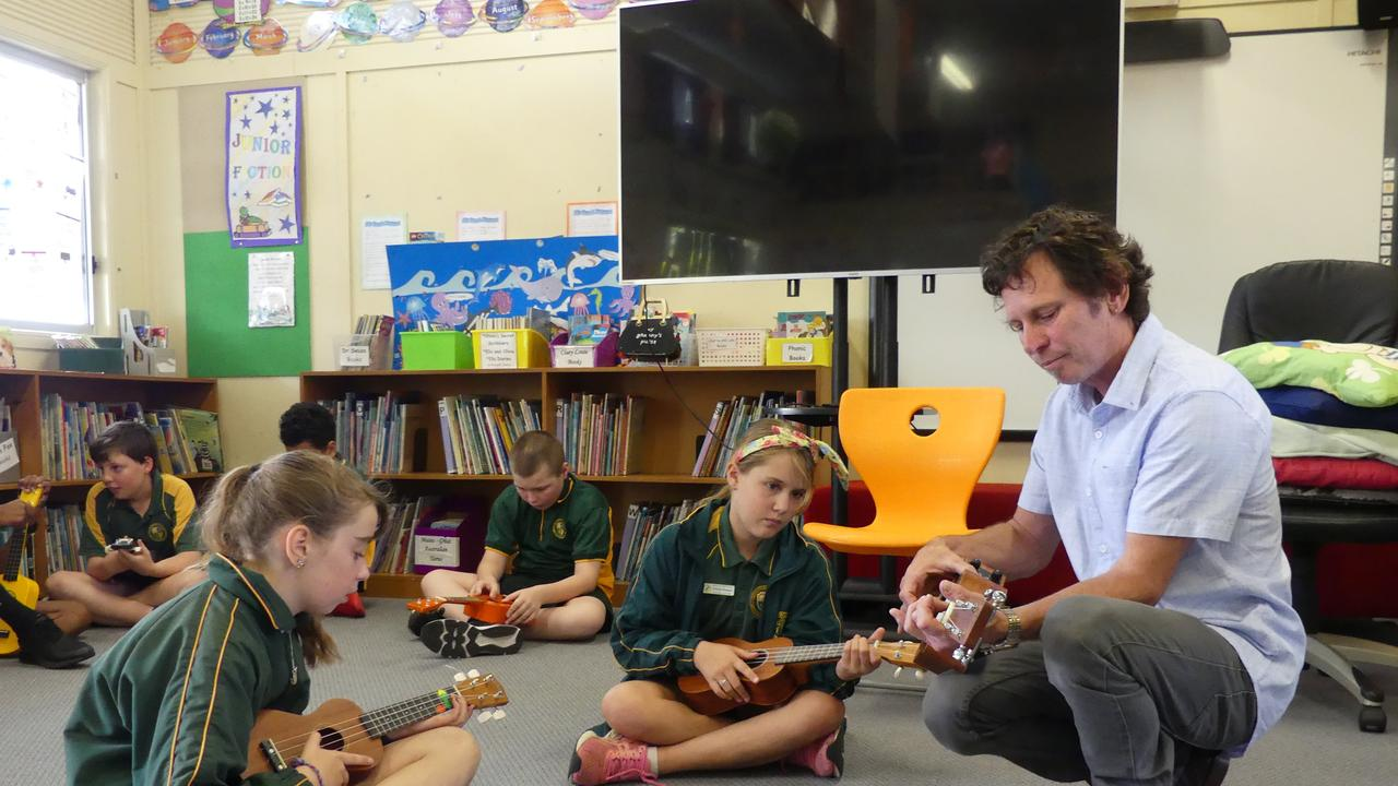 Matt Wild gave students some pointers to help them rock on the ukulele. Photo/Holly Cormack.