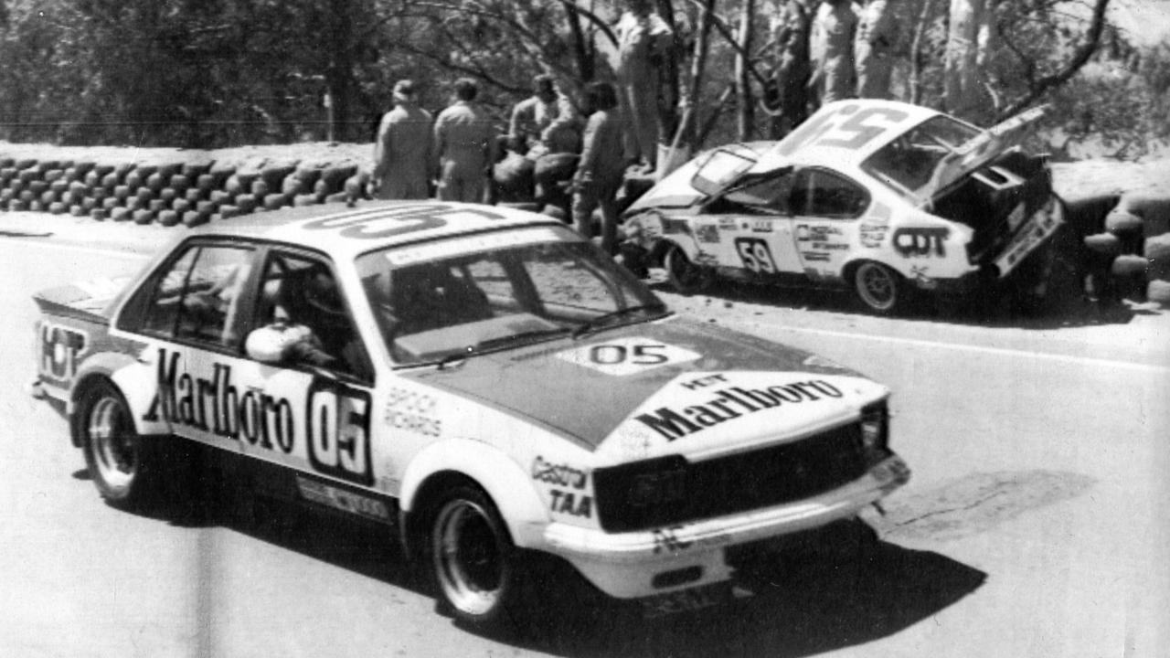 Peter Brock passes the damaged Gemini of Geoff Wade and Gary Rowe to win the 1980 Bathurst 1000.