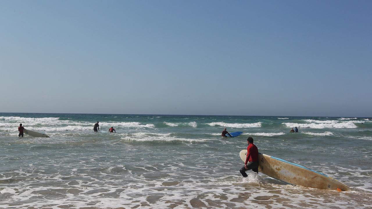 Surfers at Flat Rock Beach Ballina Photograph : Jason O'Brien