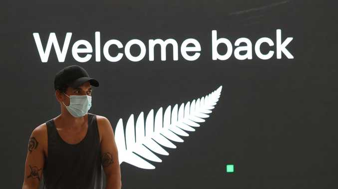 Kiwis stopped at Qld border after escaping travel bubble