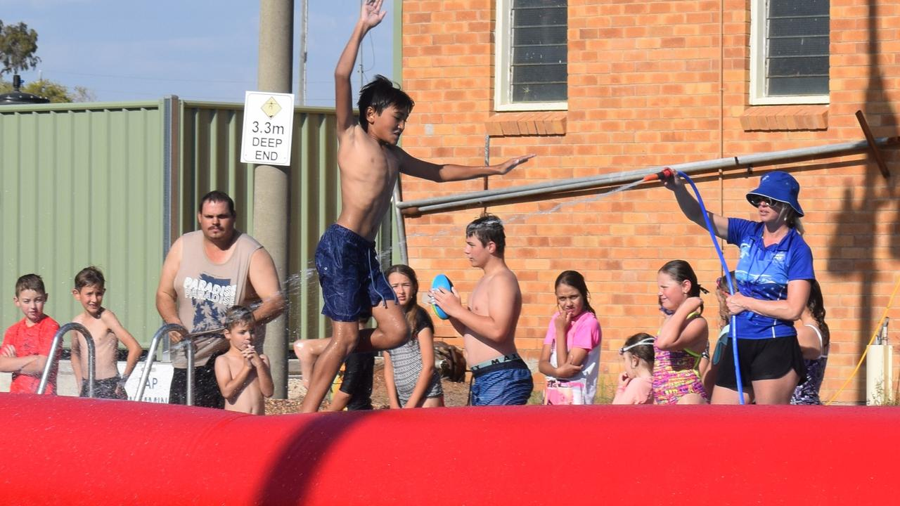 Fun in the sun at Miles pool party 17/11/2019. Pic: Zoe Bell