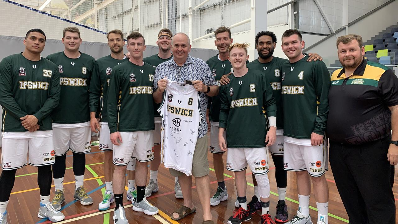 The Ipswich Force basketball team and coach Chris Riches that qualified for the 2020 Queensland State League semi-final. The team is joined by major backer James Long, of 4 Hearts.