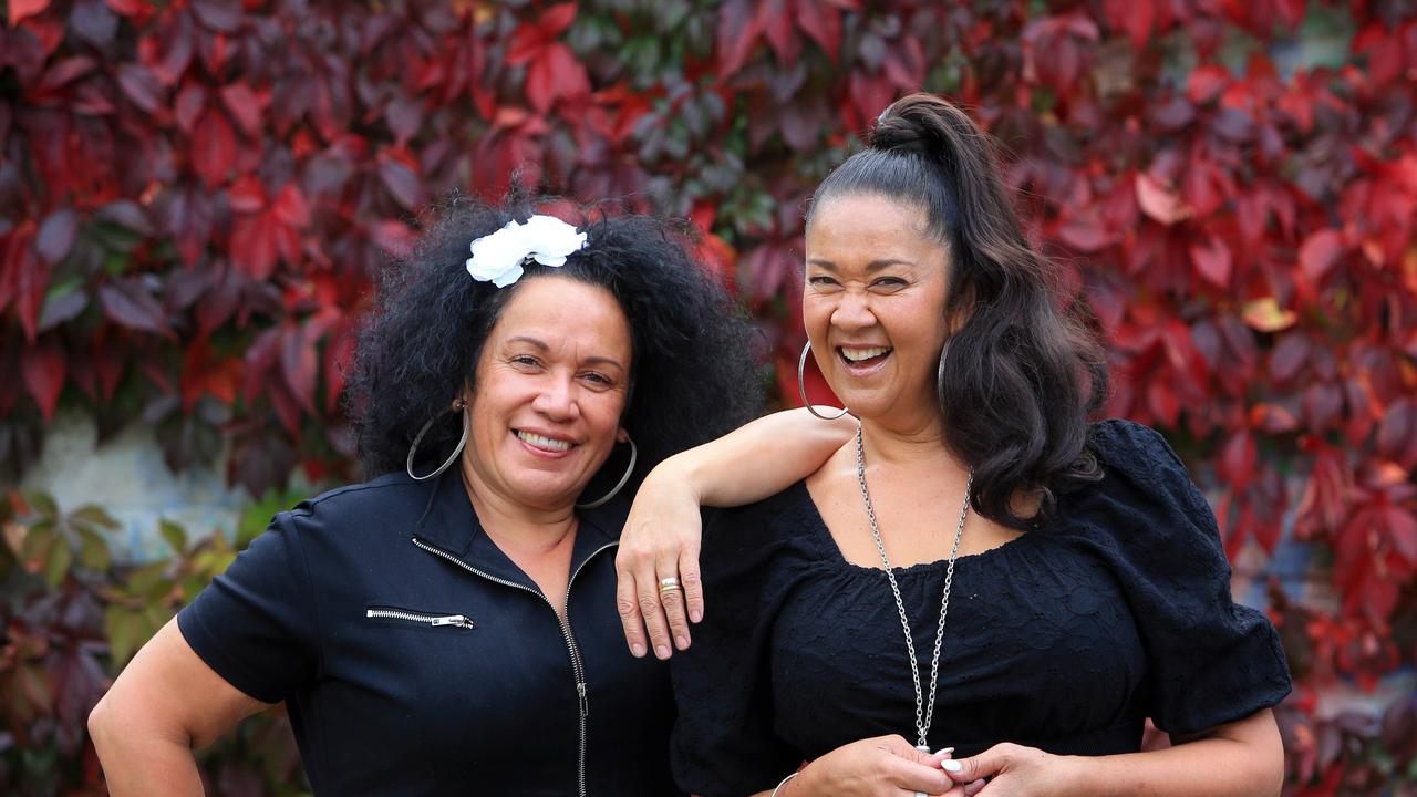 Singing sisters Vika and Linda Bull. Aaron Francis