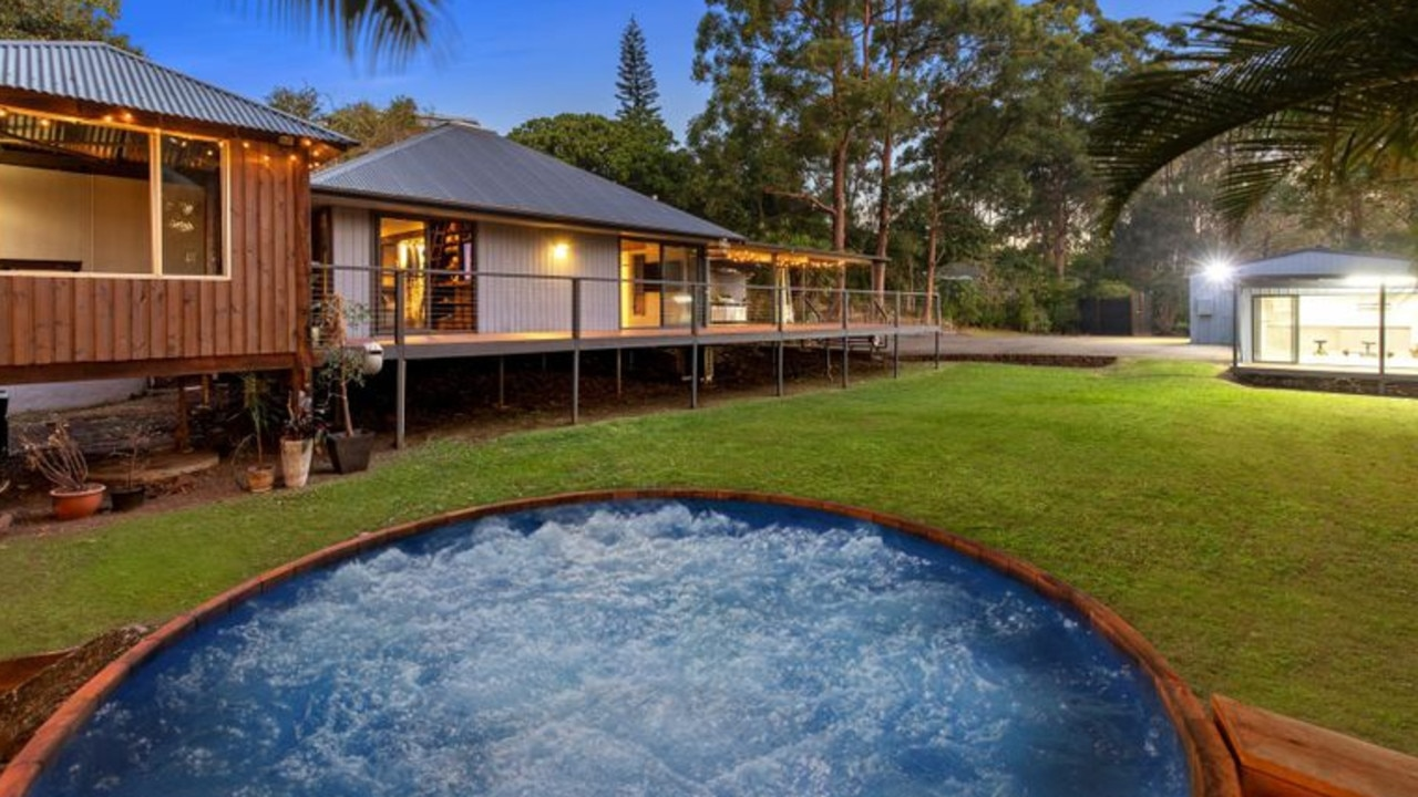 The Veronicas loved using this outdoor hot tub when they lived here.