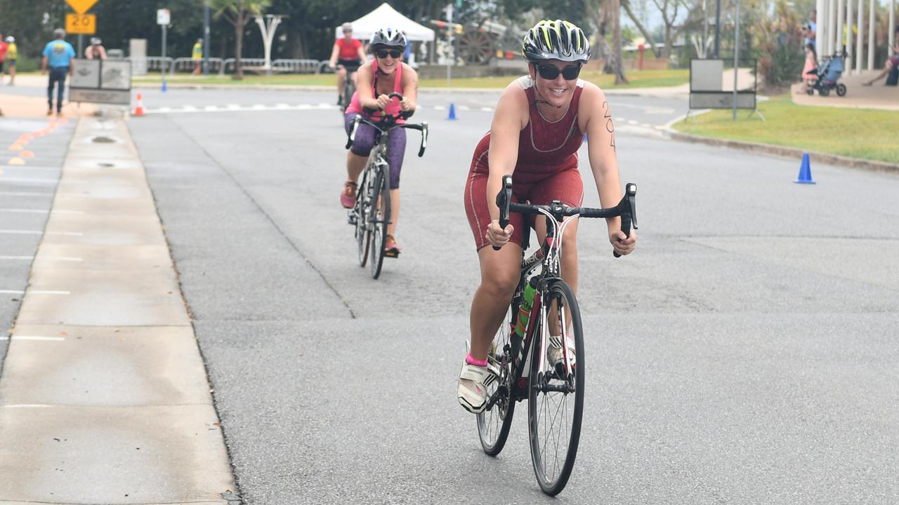 Tennile Danvers in the Rockhampton Triathlon on Sunday. Photo: Jann Houley