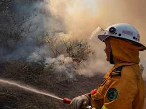 Crews return to Gindoran bushfire for third consecutive day