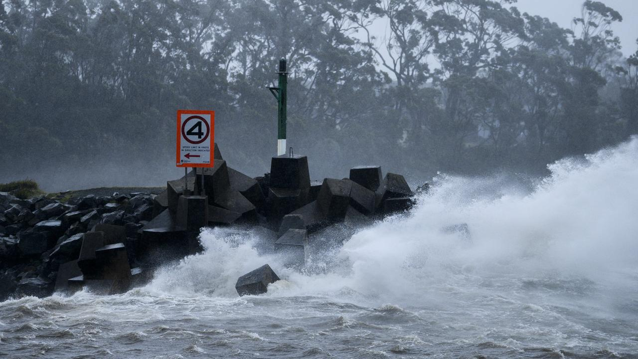Coastal residents have been warned to expect damaging winds with gusts up to 90km/h and 5m waves as Thursday's wet weather worsens.