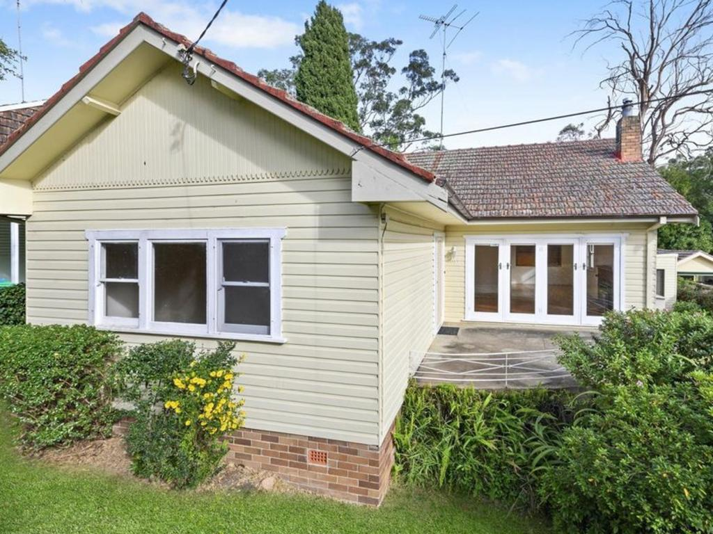 Edwards' West Pennant hills home has been sold and is set for demolition.