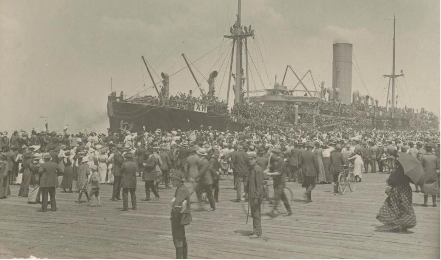 The HMAT Ascanius leaving Melbourne in November, 1915. Photo courtesy of the Australian National Maritime Museum.