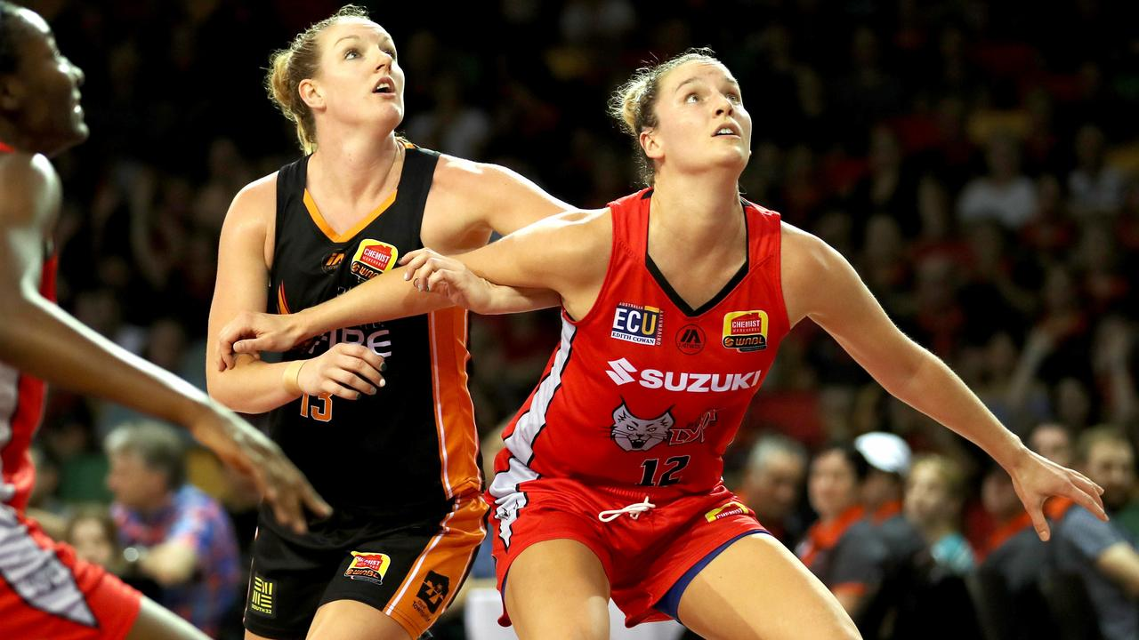 Townsville Fire Vs Perth Lynx at Townsville Stadium. Fire's Casey Samuels and Lynx's Kayla Steindl. Picture: Alix Sweeney