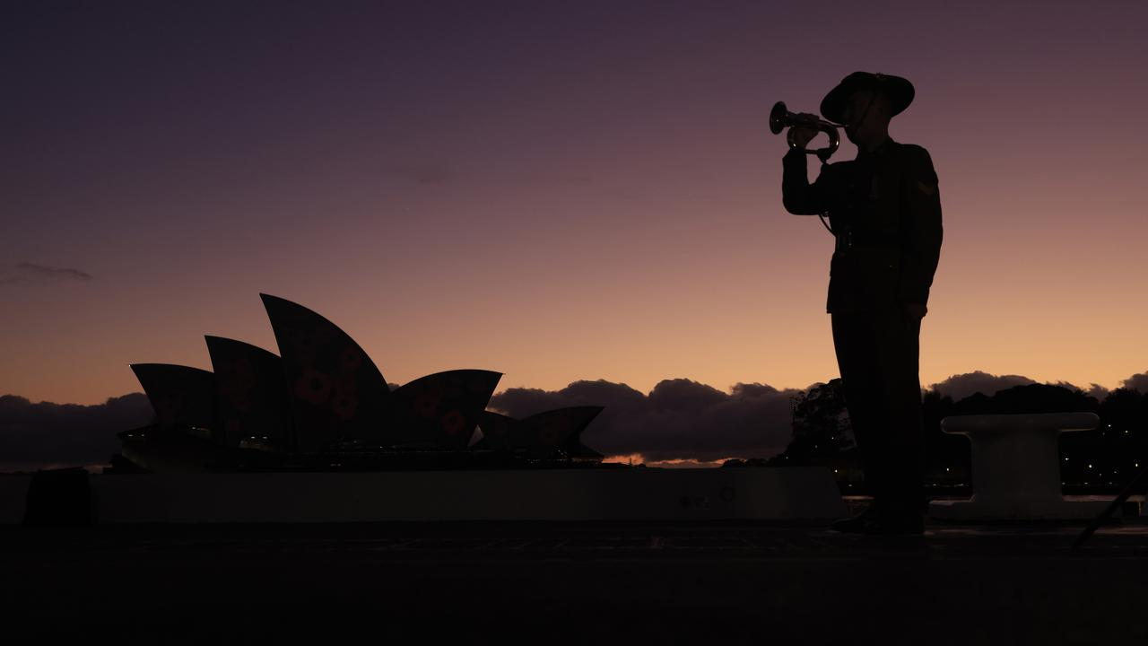BESTPIX - Australia Marks Remembrance Day 2020
