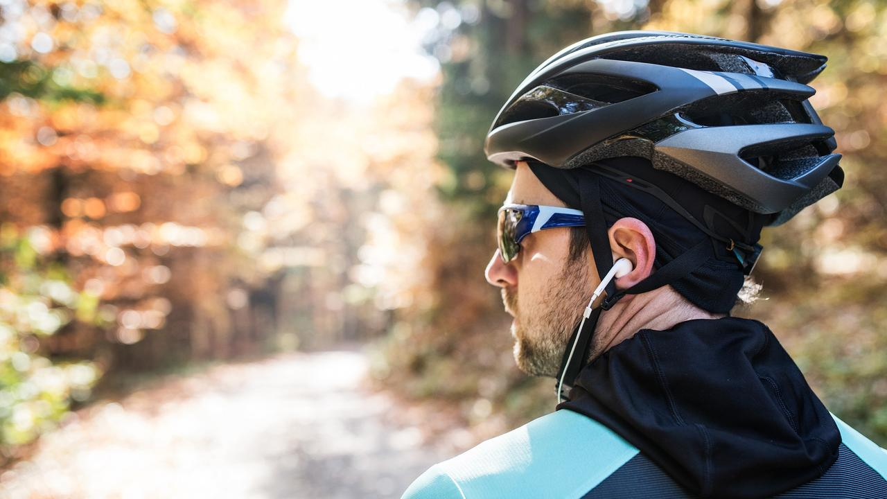 Survey data shows road users are in favour of banning the use of headphones by cyclists.