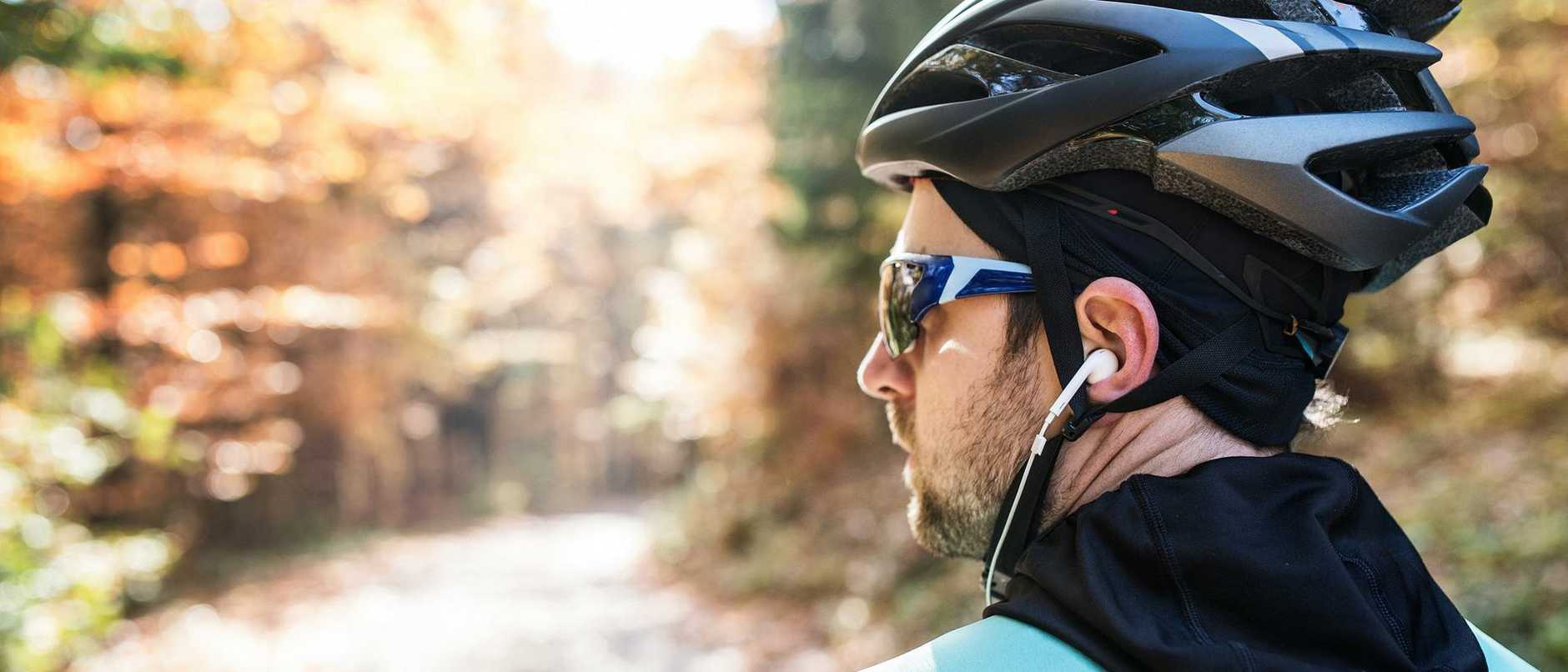 Aussies back new ban on cyclists using headphones