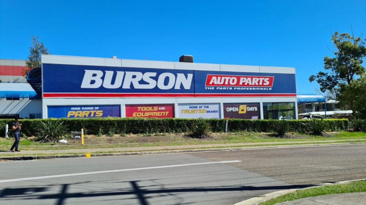 The property Bursons Spare Parts. Booval, once occupied is empty and available for both buyers and tenants.
