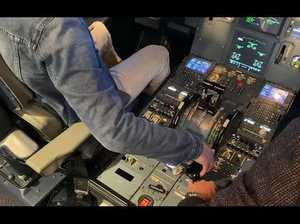Journalist attempts to land huge Airbus A320 aircraft