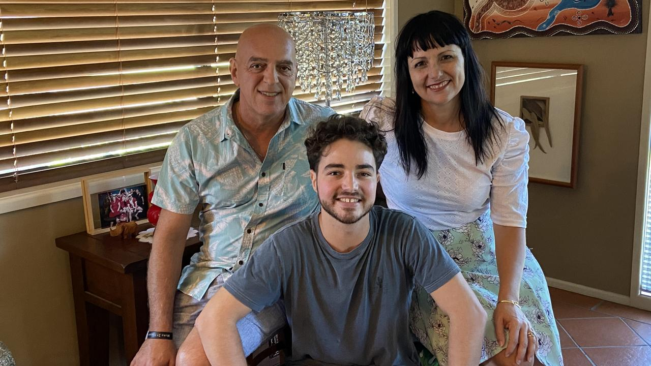 Gianpiero, Rebekka and Isaak Battista all share the same scars after the organ donations.