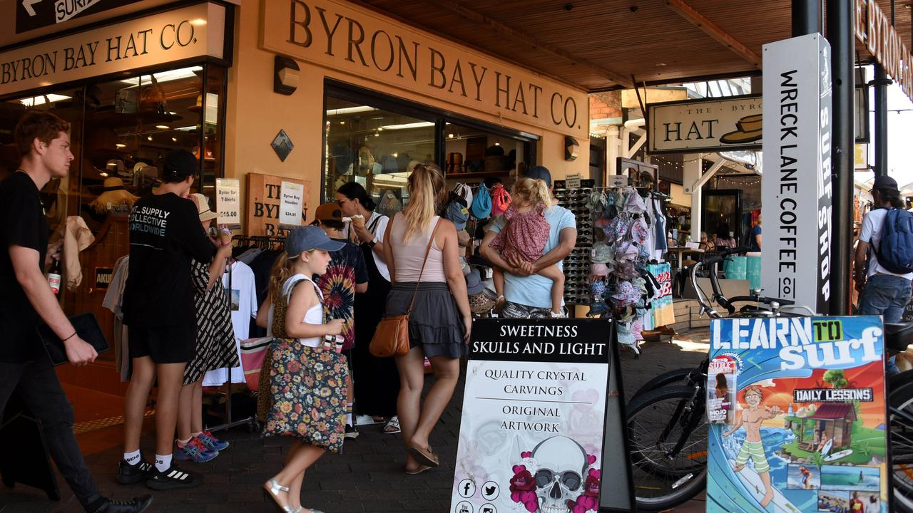 Byron Bay's streets are busy with tourists opting to bypass Queensland hotel quarantine for two weeks. Picture: Steve Holland (NCA NewsWire)