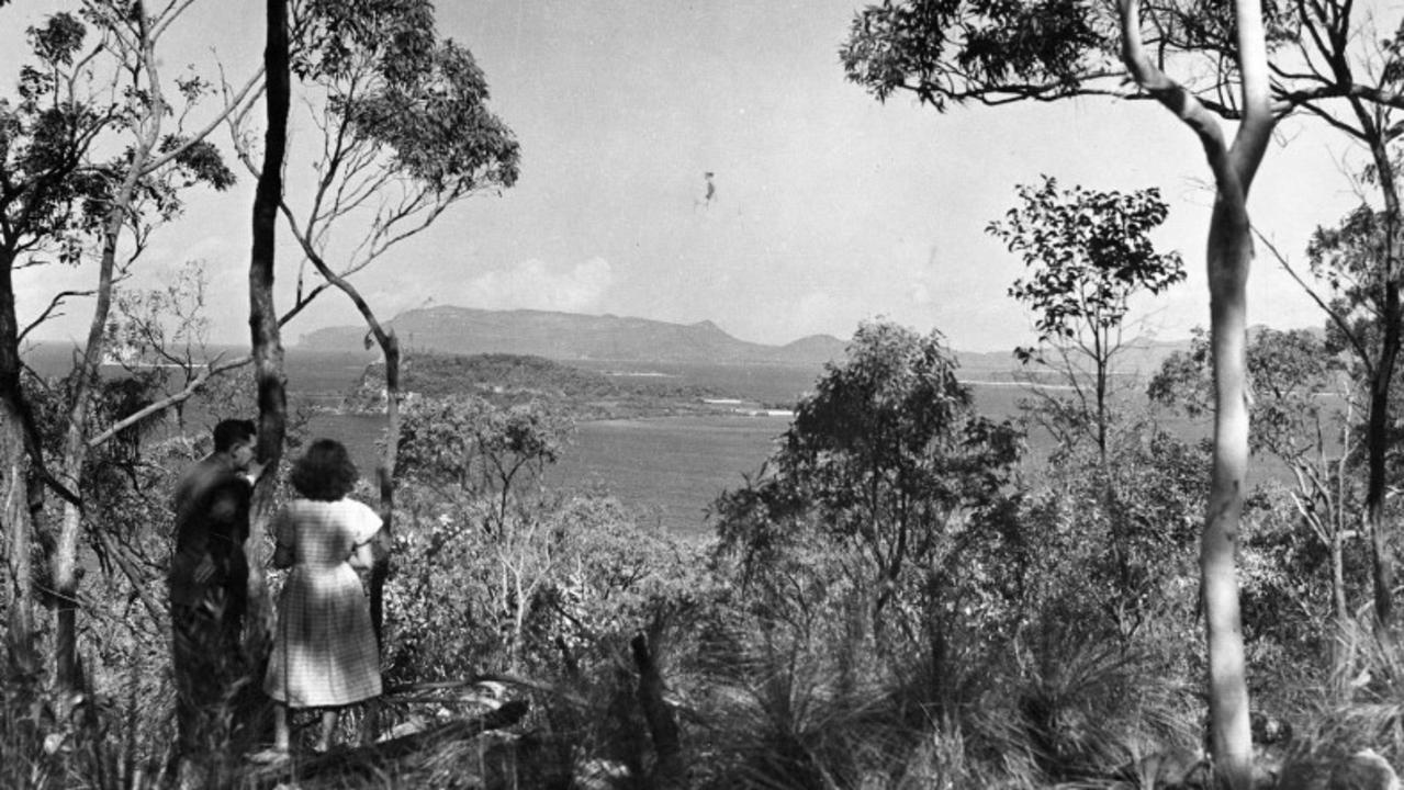 Visitors to Newry Island, 1949. Picture: State Library of Queensland.