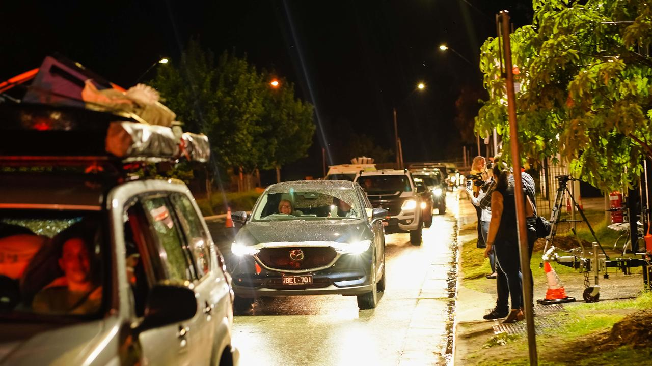 Cars crossing the NSW-Victoria border from Victoria into NSW just after midnight. Picture: NCA NewsWire/Simon Dallinger