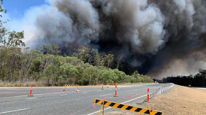 Out-of-control bushfire closes Pacific Highway