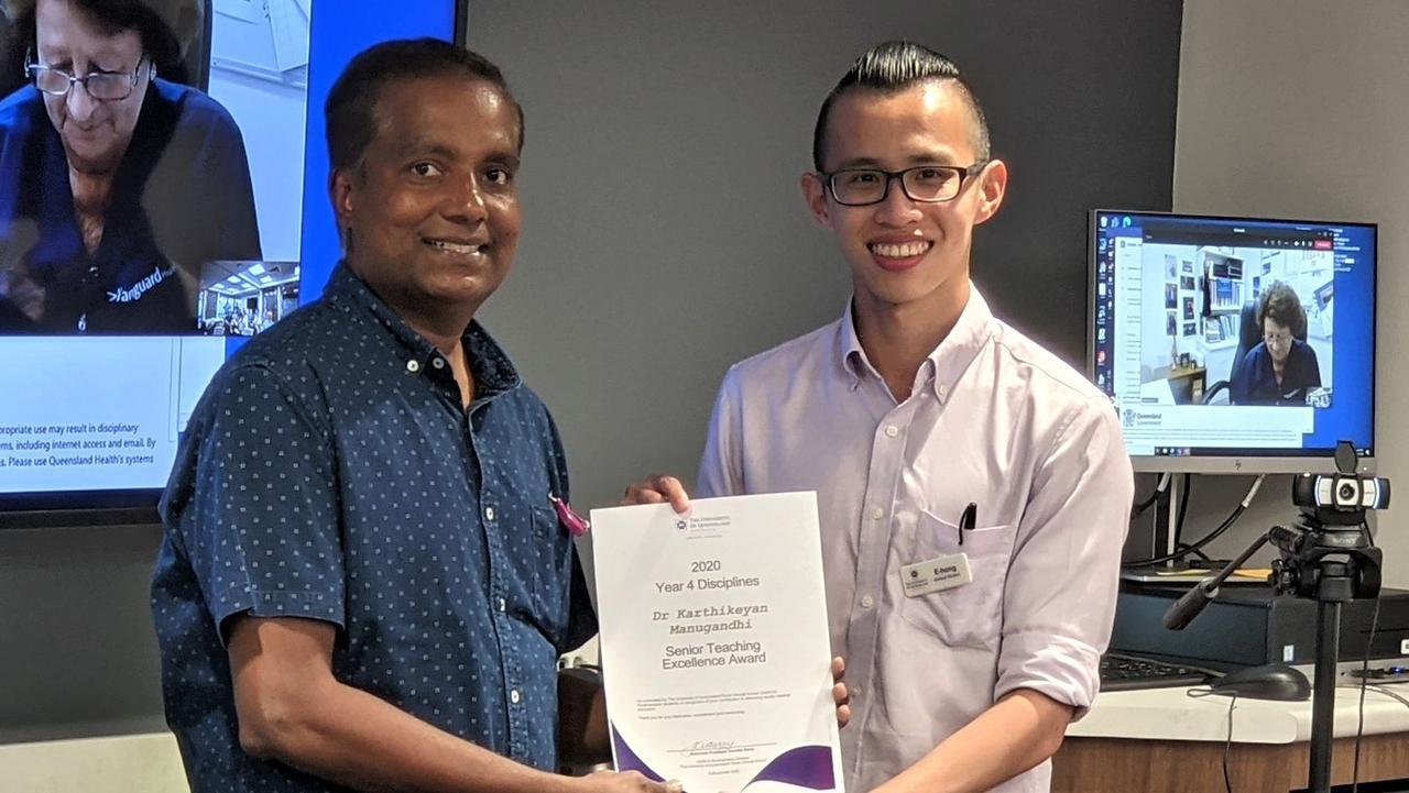 Dr Karthikeyan Manugandhi receives his award from student E-Hong Seah. Photo supplied.