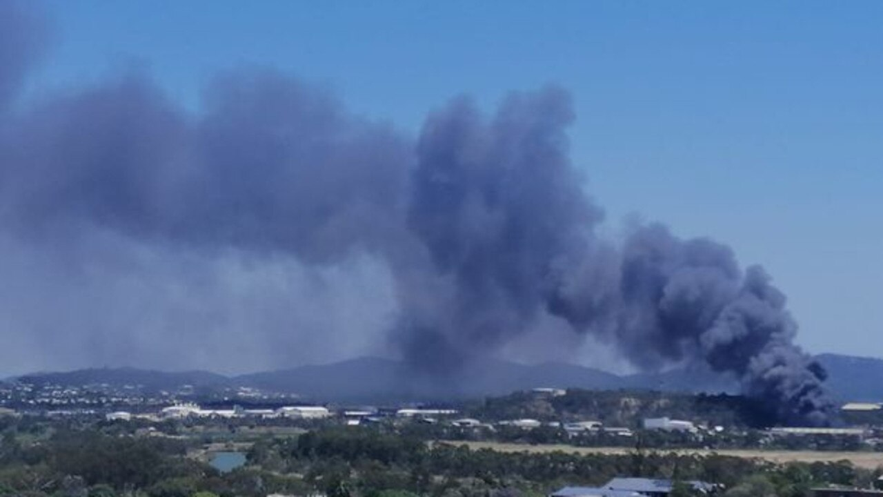 Smoke plume from rubbish fire in Callemondah October 9. Picture: Rico Höhne