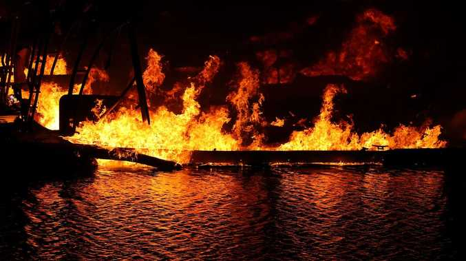 Man injured in morning boat blaze