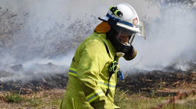 Firefighters battle threatening Southern Downs bushfire