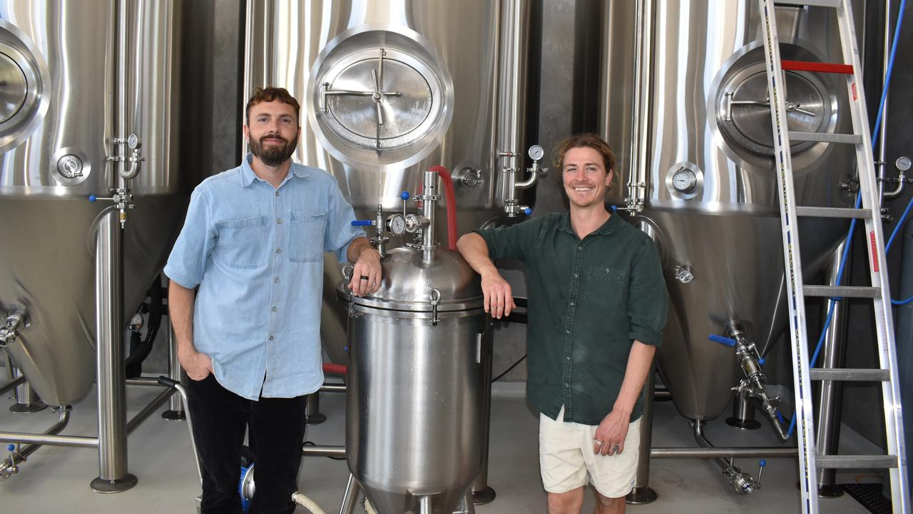 Dominic Hurley (left) and Shanu Walsh (right) are the founders of Murwillumbah brewing company Ventura Brewing.
