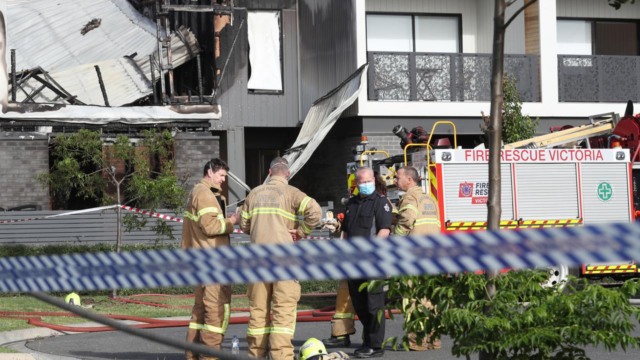 A man has died in a Point Cook house fire overnight. Picture: NCA NewsWire/ David Crosling.