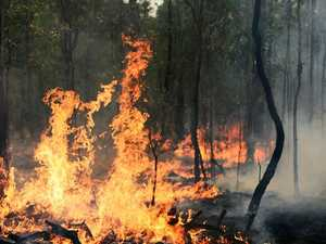 Crews return to Round Hill bushfire for third day