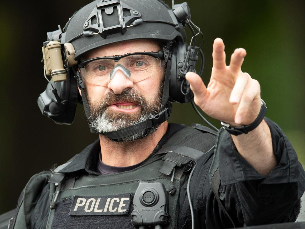 Australian police risked a potential blue-on-blue incident during the Christchurch mosque shootings as visiting officers rushed to the scene without ID.
