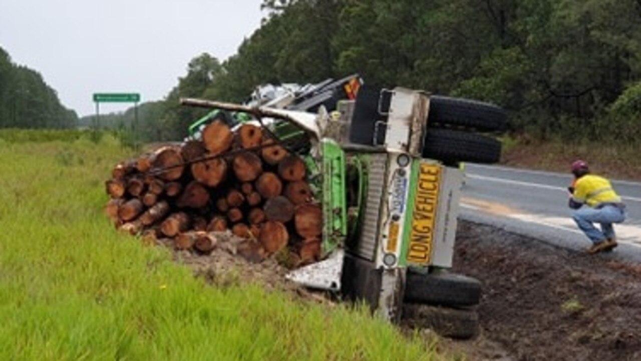 Logging truck rollover near Wallu