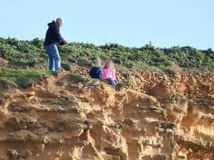 Shocking photo moment on massive clifftop
